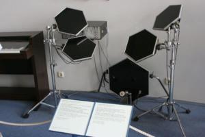 altes elektronisches Schlagzeug